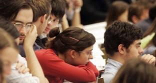 Niente differenze tra  studenti fuori corso e studenti in regola. L 'ultima versione della spending review