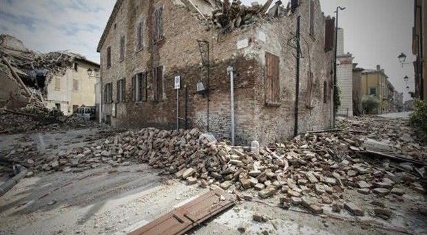 Solo i contribuenti residenti a Modena e Ferrara colpiti dal primo terremoto del 20 maggio 2012, sono eliminati dagli elenchi dei soggetti che presentano anomalie tra spese sostenute nel 2010 e i redditi dichiarati per quell'anno