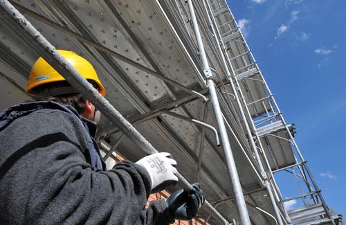 Aumentato da 48mila a 96mila dal decreto sviluppo 2012, il tetto delle spese di ristrutturazione edilizia, su cui fornisce chiarimenti il sottosegretario Vieri Ceriani in un question time di ieri