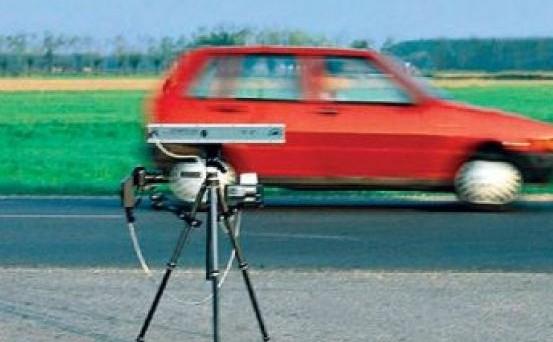 Multa stradale e autovelox. Il ministero dei trasporti conferma un recente orientamento della Cassazione sulla necessità della visibilità e segnalazione degli strumenti di controllo della velocità