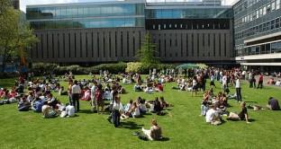 A Londra tasse triplicate per gli universitari: tolto il diritto allo studio a 15 mila giovani