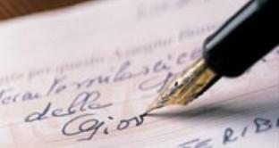 Quando l'assegno postdatato scoperto diventa un reato?