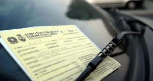 Multe ridotte del 20% se pagate subito e aumento del tempo di revoca della patente se si provoca un incidente mortale sotto l'effetto di alcol