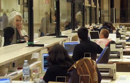 Dipendenti pubblici stretti nella morsa della legge di stabilità 2013. Via l'indennità di vacanza contrattuale e blocco delle assunzioni