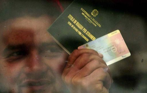 Sanatoria stranieri 2012. Schede telefoniche, multe stradali, certificati medici e altri i documenti che attestano la presenza dello straniero nel nostro Paese dal 31.12.2011