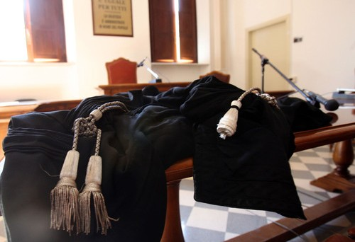 Pensioni avvocati oggetto di riforma per raggiungere l'obiettivo di stabilità di lungo periodo come richiesto dalla manovra salva Italia
