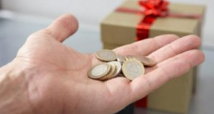 In arrivo la tredicesima e la quattordicesima, istituite per soddisfare i consumu natalizi, ma quest'anno il 90% servirà a pagare le tasse. E forse non basteranno.