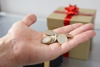 Ecco chi sono i lavoratori dipendenti che ricevono in busta paga la tredicesima mensilità 2014, la cosiddetta gratifica natalizia