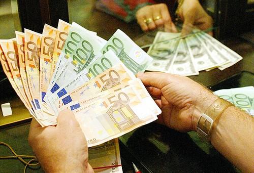 Rinviata al 2014 la non applicazione dell'aumento allo 0,50% delle addizionali regionali Irpef per i contribuenti in difficoltà. L'amara novità con la legge di stabilità