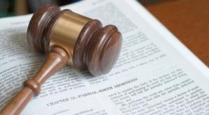 Non si deve attendere il deposito delle motivazioni, ma basta la lettura in Aula della sentenza per far scattare il licenziamento. Lo chiarisce la Cassazione