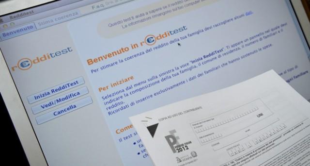 L'Agenzia delle entrate precisa cosa indicare e come funziona il nuovo software redditometro 2013, il Redditest, che permette di verificare la coerenza tra quanto dichiarato e quanto speso