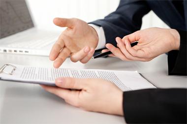 L'Agenzia delle entrate precisa in un suo provvedimento direttoriale come e quando effettuare le comunicazioni all'Anagrafe tributaria dei dati relativi ai contratti assicurativi e ai  premi assicurativi