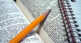 Le spese per la frequenza a corsi di teologia sono ammesse a godere della detrazione spese istruzione. Lo afferma l'Agenzia delle entrate con la circolare n. 13/E