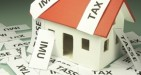 La service tax potrebbe arrivare già a settembre o più verosimilmente nel 2014: assorbirebbe Imu e Tares e sarebbe gestita dai Comuni che, a discrezione, potrebbero esonerare le prime case.