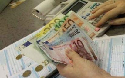 Sia il ministro dello sviluppo economico che quello dell'economia dichiarano inevitabile l'aumento Iva dal 21 al 22% dal 1 luglio 2013, vista la difficoltà nel trovare le risorse necessarie