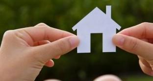 Per l'acquisto della prima abitazione lo Stato prevede una riduzione del prelievo fiscale sull'Iva, l'imposta di registro l'imposta ipotecaria e l'imposta catastale.