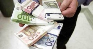 Deludente il divieto di pagamento in contanti sotto i 1000 euro in termini di lotta all'evasione fiscale. Meglio la fattura elettronica. Ecco le parole del viceministro all'economia Casero