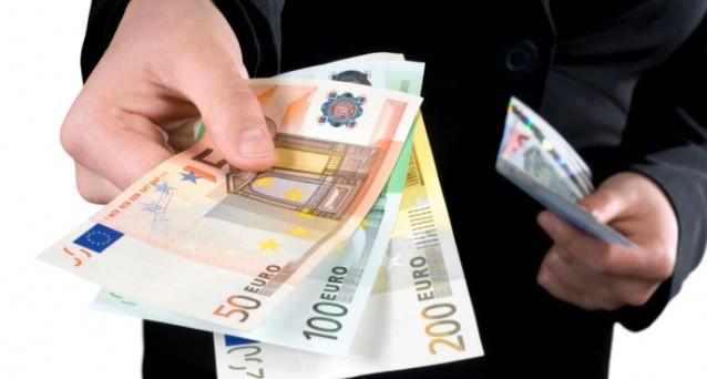 Nella bozza del decreto delegato sulla delega fiscale si studia la possibilità di aumentare il limite ai pagamenti in contanti da 1000 a 3mila euro