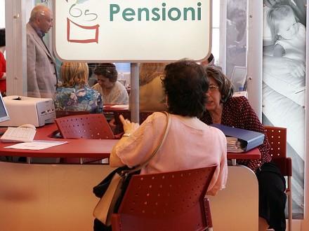Mini guida sulla pensione di vecchiaia INPS 2015, con i requisiti per fare domanda per le lavoratrici e per i lavoratore valevoli per il 2015.