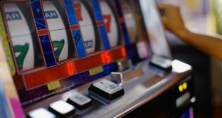Il governo Renzi sta valutando di trovare coperture finanziarie per implementare le pensioni minime aumentando le tasse sul gioco d'azzardo