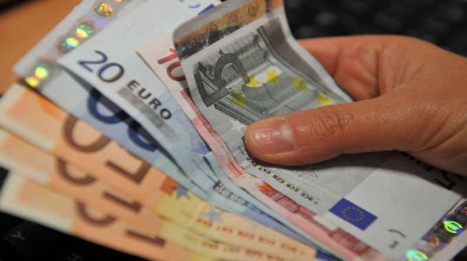 Convertitore dollaro euro Quanto sono 20000 Dollari USD in Euro?