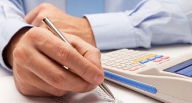 Come ci si deve regolare nel versamento dei contributi INPS in presenza di lavoro dipendente che coesista con una attività svolta a partita IVA?