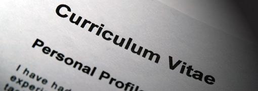 Quando occorre redarre un Curriculum Vitae in lingua inglese e come si scrive in maniera impeccabile? In cosa si differenzia da quello italiano?