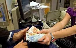 Nuovi limiti per il prelievo forzoso sul conto in caso di pignoramento della pensione e dello stipendio. Novità nella riforma per creditore e debitore.
