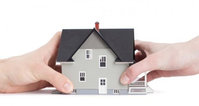Le banche vogliono occuparsi dell'intera filiera del mercato immobiliare tagliando fuori gli agenti immobiliari.