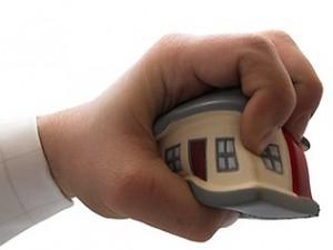 Equitalia non può pignorare la prima casa ma può ascrivere ipoteca legale: chiarimenti