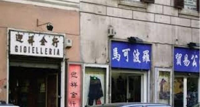 I negozi italiani chiudono e quelli stranieri aprono: da dove vengono i nuovi commercianti del nostro Paese e quali sono i settori in cui il made in Italy sta pagando maggiormente il prezzo della crisi?