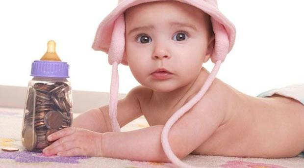 Caro bimbo: mantenere un bambino nel primo anno di vita nel 2017 costerà da 7.072,90 euro a 15.140,76 euro, l'1,1% in più rispetto al 2016.