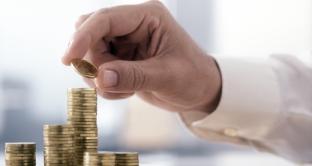 Quali sono gli investimenti a medio e lungo termine che danno diritto alla compensazione con credito d'imposta al 6 e al 9%?