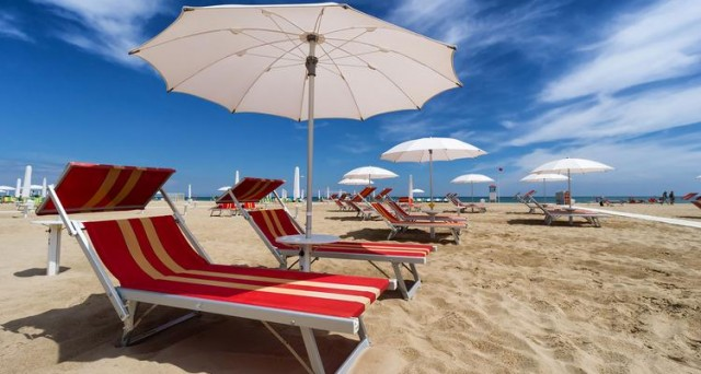 Risparmio Casa Ombrelloni Da Mare.Tariffe Ombrelloni Quanto Costa Andare In Spiaggia E Come