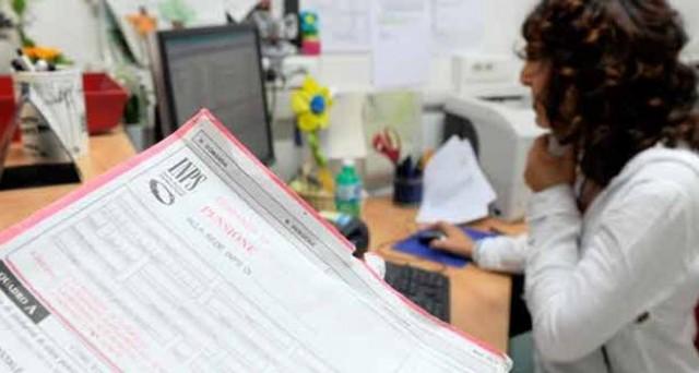 Se la riforma pensioni sarà rimandata al 2016 saranno soprattutto le donne a pagare: l'unica ancora di salvezza resta l'opzione donna