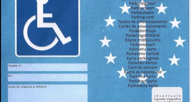 Cambia il contrassegno di invalidità per il parcheggio disabili: il cartellino non sarà più arancione ma blu. Ecco tutte le info per fare domanda, la scadenza e le sanzioni