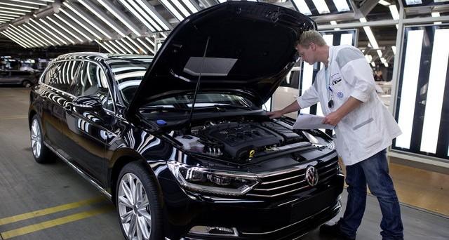 Volkswagen sta contattando tutti i clienti delle auto irregolari: nel frattempo si può circolare o si rischiano multe?