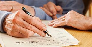 Con la sentenza n. 8532 del 2012, la Corte di Cassazione, secondo la clausola di diseredazione, ha stabilito che il testamento è valido anche se il testatore dichiara di voler escludere un erede dalla propria successione senza nessuna attribuzione di beni ad altri soggetti.