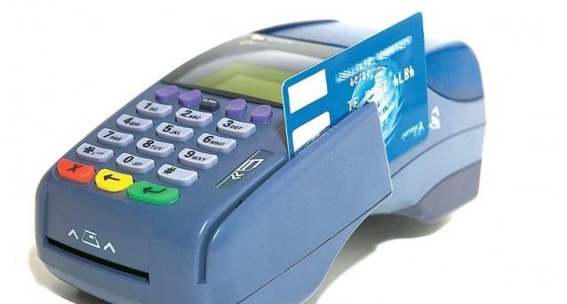 Obbligo di accettare pagamenti con il POS per cifre superiori a 5 euro: le associazioni di categoria polemizzano sulle spese eccessive.