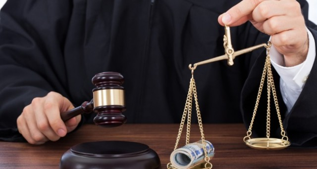 Pensioni, reversibilità: decurtazione illegittima per matrimonio con ultrasettantenne