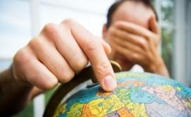 Come devono comportarsi i pensionati italiani che decidono di trasferirsi all'estero?