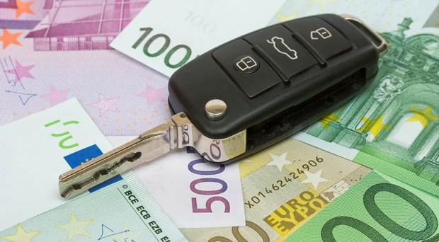 Per i bolli auto non pagati il termine di prescrizione è di 3 anni, ma potrebbe allungarsi in caso di notifica di accertamento.
