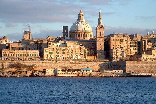 Sempre più persone, lavoratori ma soprattutto pensionati, scelgono di trasferirsi a Malta. Quali sono i motivi e quali agevolazioni sono previste?
