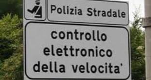 Se la pattuglia della polizia che effettua i controlli mediante autovelox è nascosta, la multa è valida e non può essere contestata.