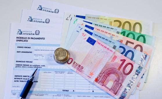 Il governo Monti punterebbe a un sistema premiale a favore di chi paga le tasse ma tutto dipende dai risultati della lotta all'evasione fiscale
