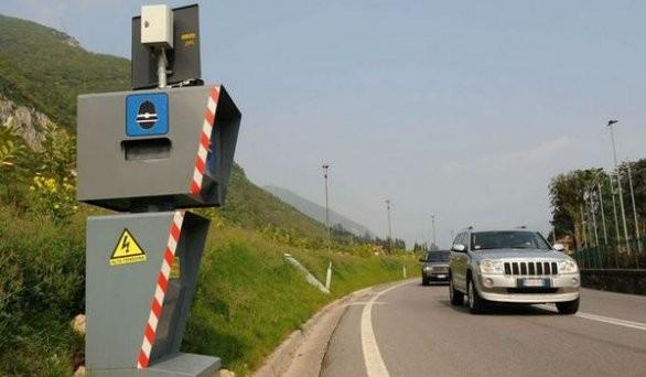 Se nella foto sono presenti altre macchine la multa con autovelox può essere oggetto di ricorso: ecco le novità