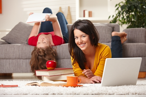 Detrazione Irpef per studenti fuori sede,  l'Agenzia delle Entrate con la circolare 12/E, chiarisce il limite massimo della detrazione e la ripartizione fra i genitori.
