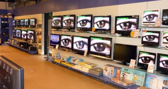 Quando si compra una tv nuova i dati vengono inviati alla Rai per il pagamento del canone? Ecco cosa dice la legge sulla privacy