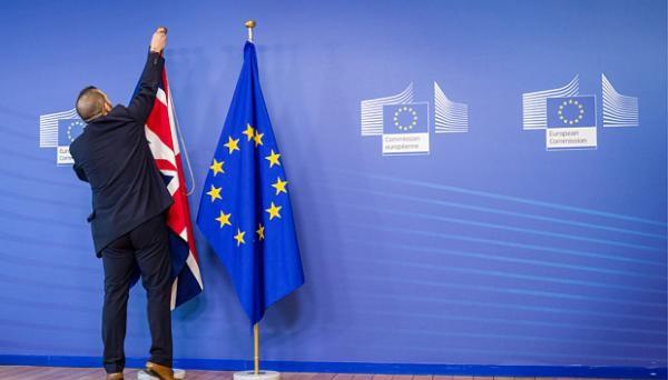 I cittadini britannici si sono espressi: si alla Brexit,  la Gran Bretagna dovrà uscire dall'Unione europea. Ma quali saranno le conseguenze per mercati, aziende e studenti?