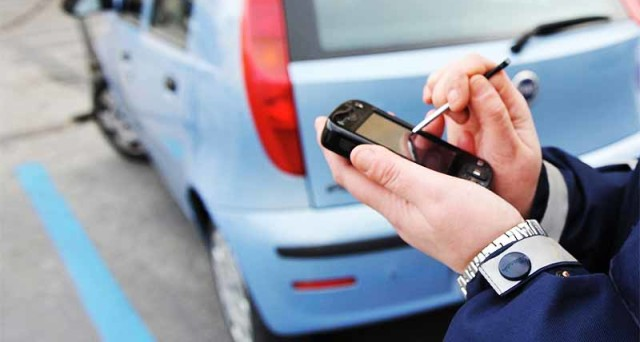 Strisce blu, se scade il ticket, il trasgressore sarà tenuto a pagare un sovrapprezzo ma non incorre nella sanzione amministrativa prevista dal Codice della Strada.